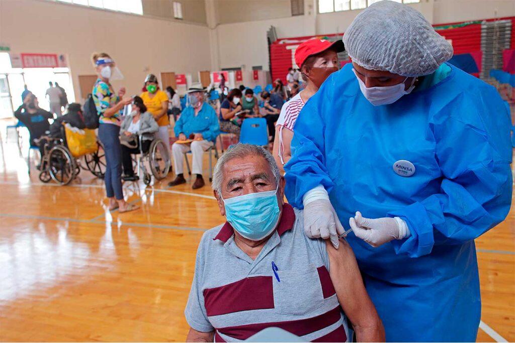 Más de 32 mil adultos mayores serán vacunados en las sedes de los juegos Panamericanos