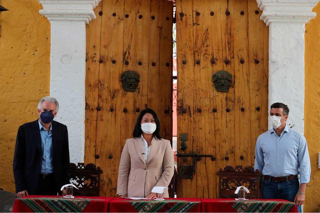 Keiko Fujimori suscribe nuevo juramento por la democracia