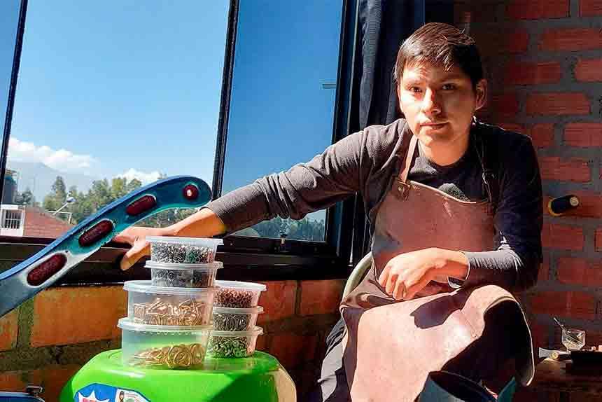 Diego, el talento de Huancayo que transforma el cuero en exclusivos accesorios