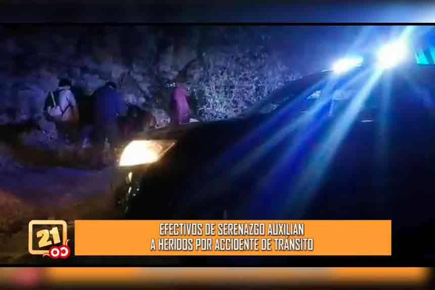 Efectivos de serenazgo auxilian a heridos por accidente de tránsito (VIDEO)