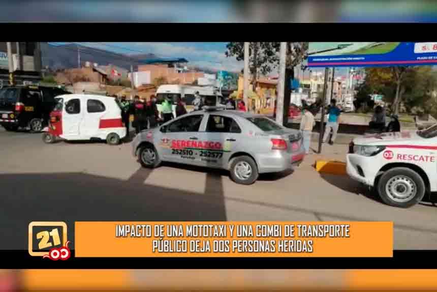 Impacto de una mototaxi y una combi de transporte público deja a dos personas heridas (VIDEO)