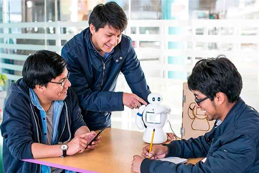 Huancayo: Universitarios inventan robot que ayuda a niños con trastornos de lenguaje